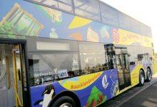 新西兰乘坐公交车是 in the bus 还是 on the bus?