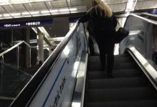 新西兰乘坐扶梯应该靠左还是靠右?