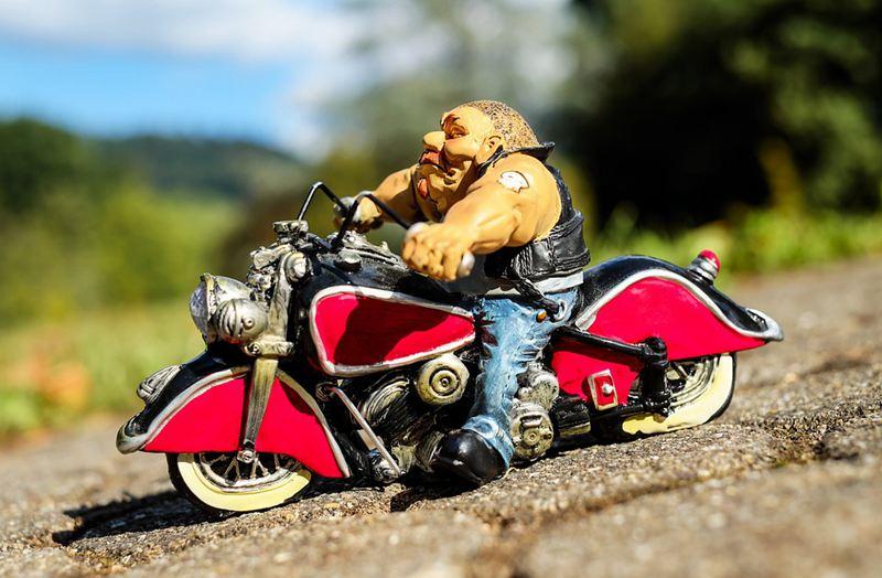 在新西兰开车路遇摩托车队怎么办?
