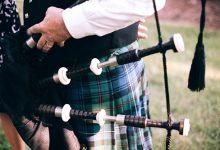新西兰大学毕业生游行时候吹奏的风笛曲叫什么?