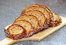 面包片发霉了还能吃吗?不小心吃了发霉的面包会生病吗?