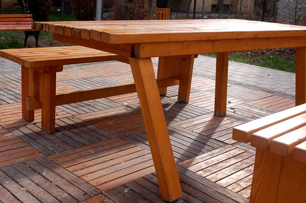 maintain-wooden-outdoor-furniture-and-deck