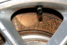 汽车刹车盘表面生锈需要送去修理厂吗?