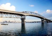 为什么北岸大桥上大型卡车全都在内线走?